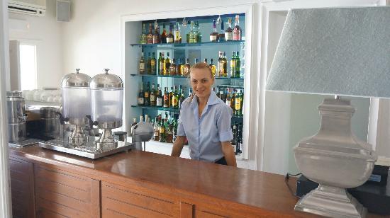 Nissaki Boutique Hotel: Микаела прекрасный представитель персонала отеля