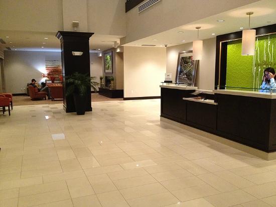 Hilton Garden Inn Olathe: Lobby