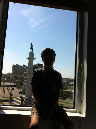 The Hotel Modern: View from our room - overlooking Robert E Lee statue in Lee Circle.