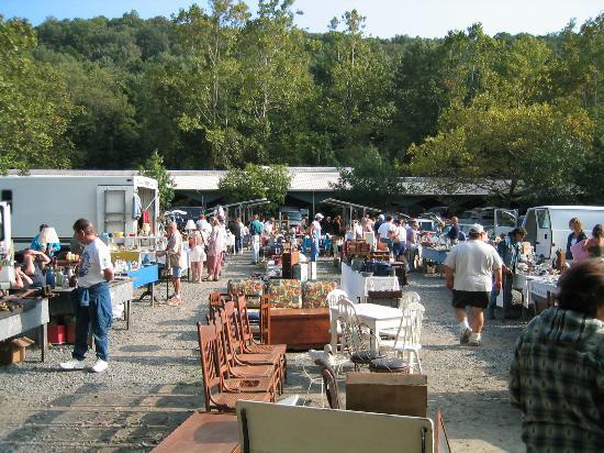Golden Nugget Antique Market : Local Vendors