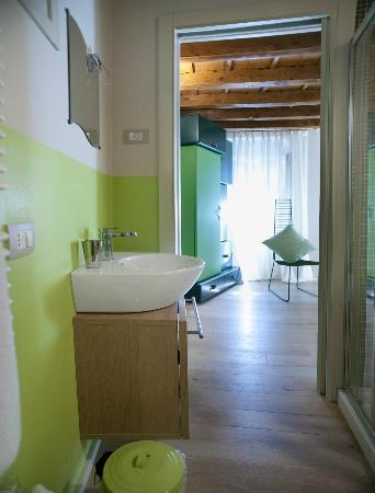 B&B Porta Aquila 33 : Bagno privato in camera