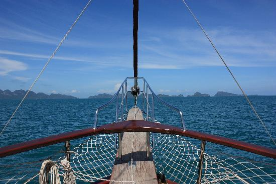 Boutique Yachting - Day Cruises & Private Charters : a