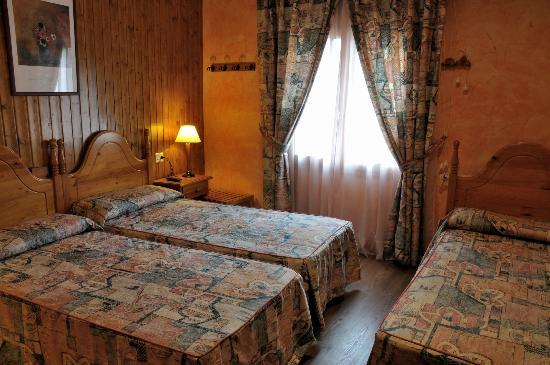 Hotel Sorrosal : Habitación