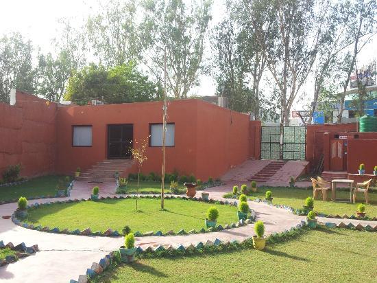 Kesar Restaurant Agra: Garden Area