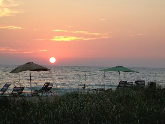 Casa del Mar Beach Resort: Perfect Sunsets