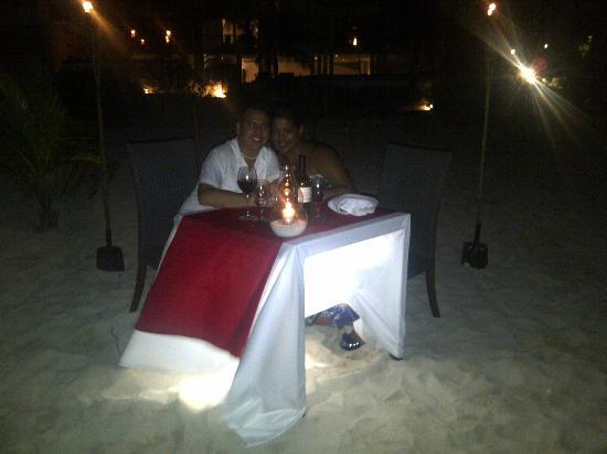 Le Reve Hotel & Spa : Cena en la playa a la luz de la luna