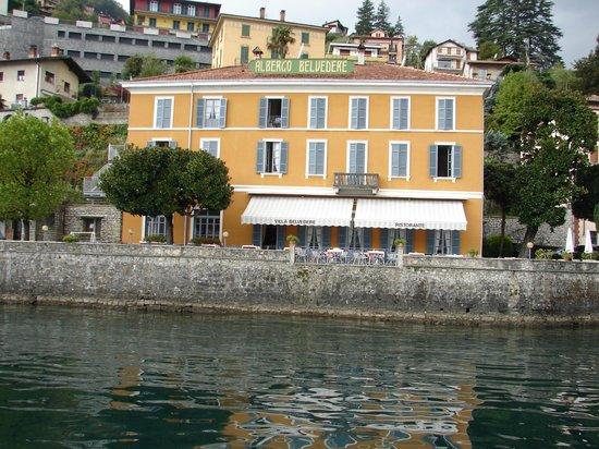 Villa Belvedere: vue hotel depuis bateau.