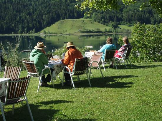 Ferienhof Obergasser & Pension Bergblick: Frühstück mit Seeblick