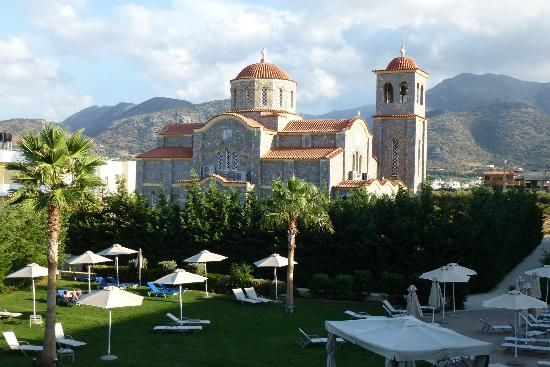 Castello Boutique Resort & Spa: View of the hotel grounds and the church from our room (109)
