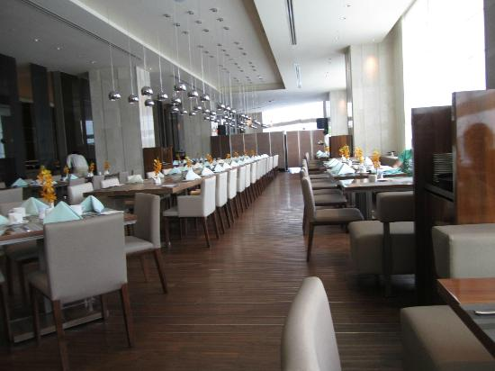 Hotel Nikko Saigon: La Brasserie for Breakfast
