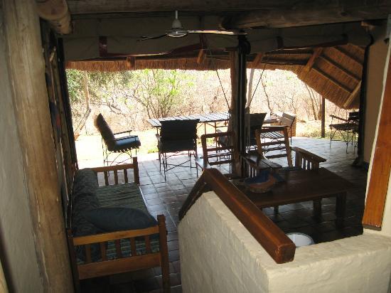 Lokuthula Lodges: Living area