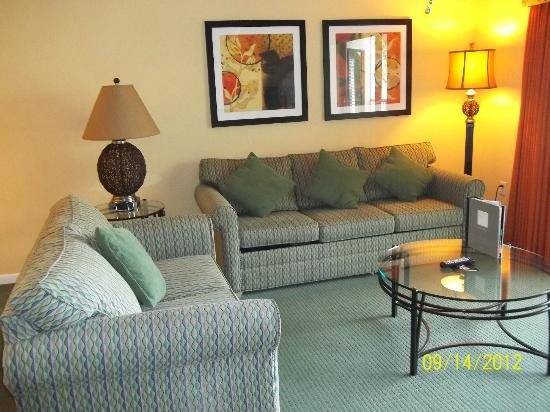 Orlando's Sunshine Resort: Living room very comfortable
