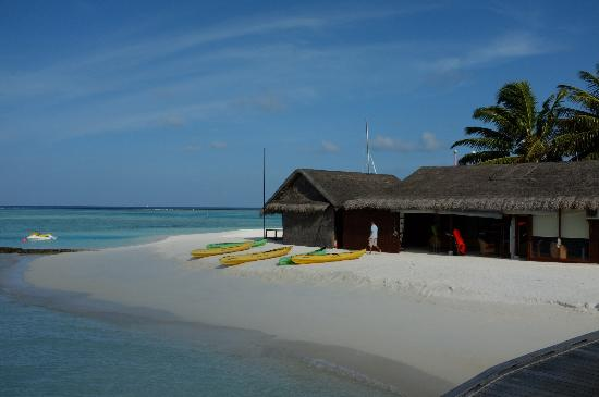 Anantara Dhigu Maldives Resort: Kayaks, surfing, equipment at Aquafanatics