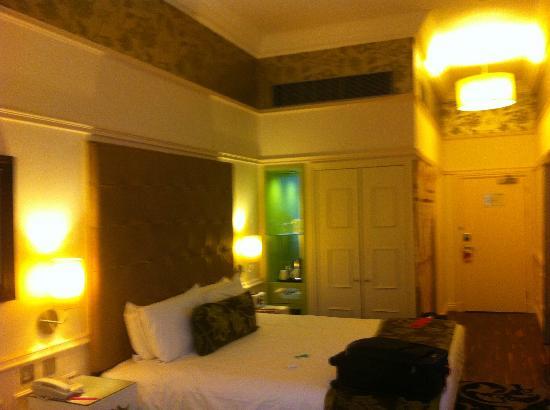 Hotel Indigo Glasgow: Phone pic (poor quality) of bedroom