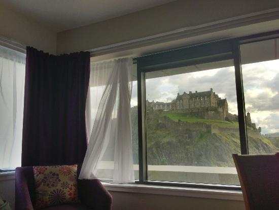 Premier Inn Edinburgh City Centre (Princes Street) Hotel: View out of the window!