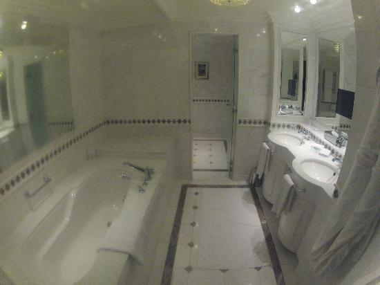 Powerscourt Hotel - Autograph Collection: Large bathroom with double vanity/TV in mirror