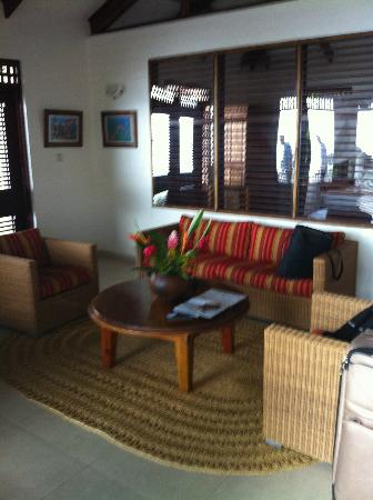 Stonefield Villa Resort: living area in flamboyant villa
