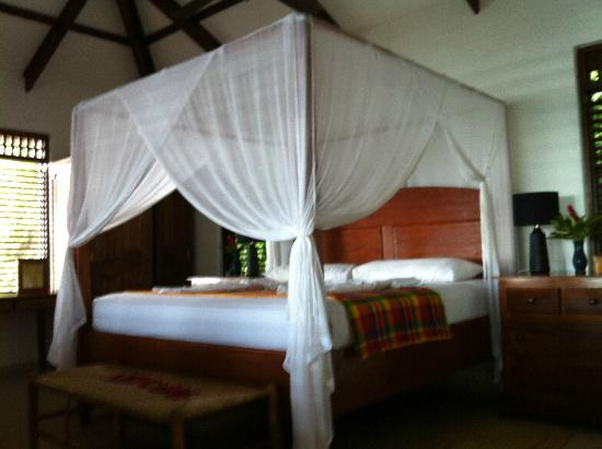 Stonefield Estate Resort: Air conditioned bedroom in flamboyant villa