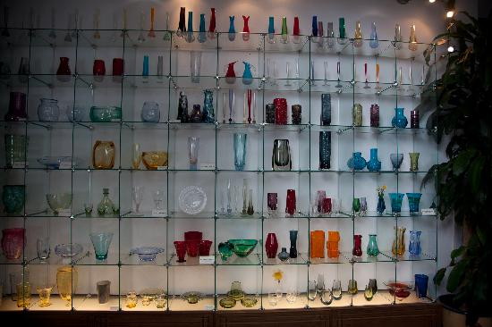 Museo del Vidrio y Cristal: Whitefriars Cabinet