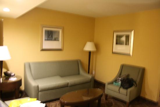 ‪‪BEST WESTERN Sally Port Inn & Suites‬: Couch