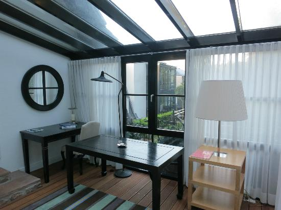 Heidelberg Suites: Sunroom for back cottage