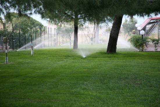 Defensola, Italië: l'irrigazione automatica del prato
