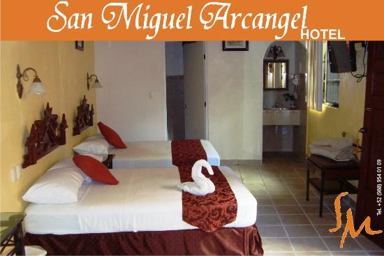Hotel San Miguel Arcangel: Room, some of them have different decoration.