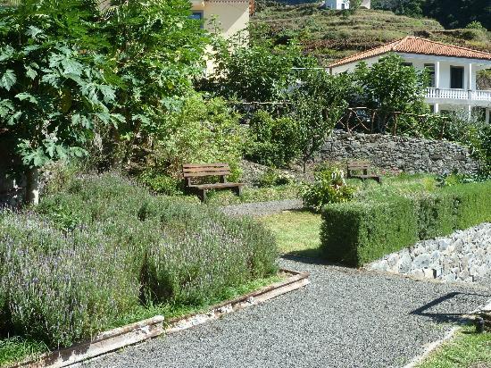 Solar Da Bica: garden area