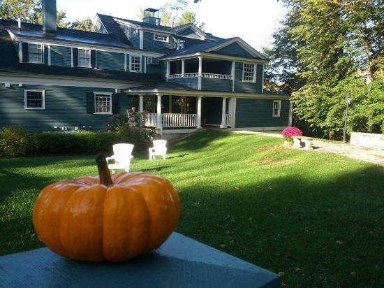York Harbor Inn: Fall at the Harbor Crest