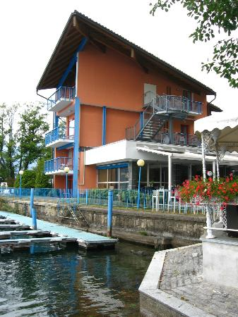 Hotel L'Approdo: Side of hotel showing pagoda and our balcony