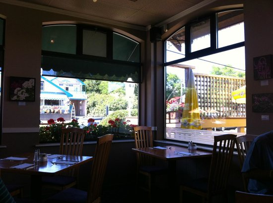 Calvin's Bistro1: A very nice view of the main road