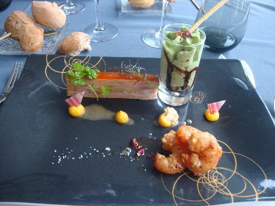 Le Restaurant La Pointe Cap Coz : l'entrée combiné de foie gras et de gambas roties