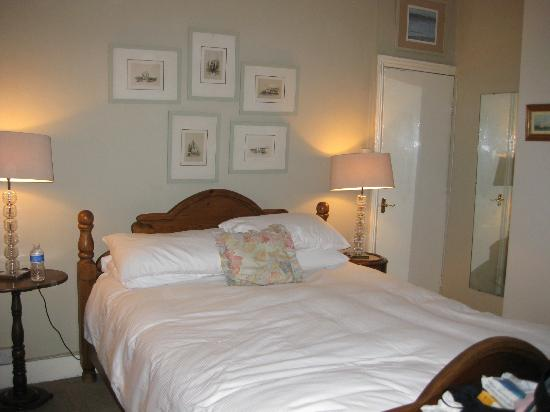 At Home Inn Chelsea: cama