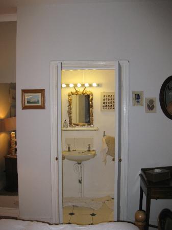 At Home Inn Chelsea: Cuarto de baño