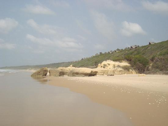 Massinga Beach Lodge: Rock formations
