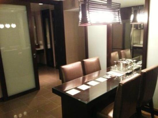 Vdara Hotel & Spa at ARIA Las Vegas: Dining room City Corner Suite