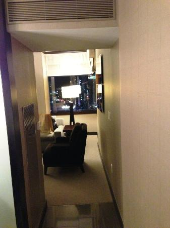 Vdara Hotel & Spa: Hallway in City Corner Suite