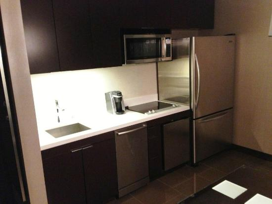 Vdara Hotel & Spa: Kitchen Area in City Corner Suite