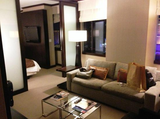 Vdara Hotel & Spa: Living Room in City Corner Suite