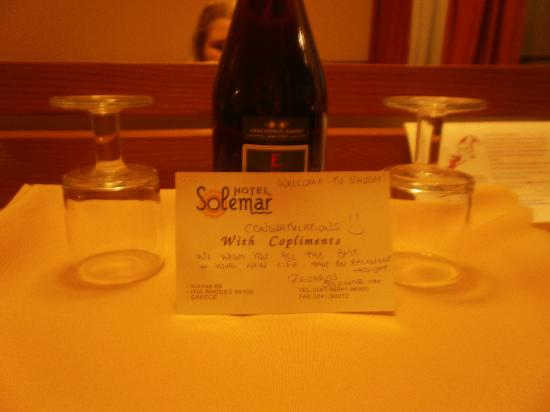 Hotel Solemar: our lovely bottleof wine and note from the hotel