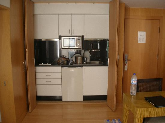 Golden Residence: Kitchen Twin Room