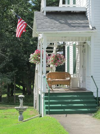 Anne's Washington Inn: Side Porch
