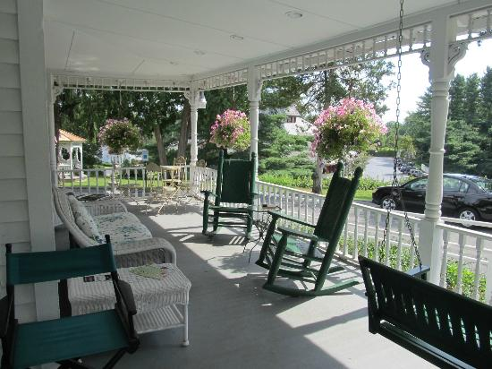 Anne's Washington Inn: Front Porch