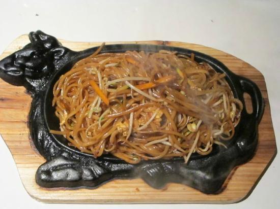 spaghetti di soia con pollo e gamberi alla piastra