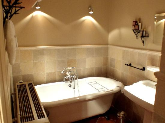 Main Street Hotel: Bathroom of the Pottery room