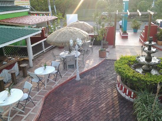 Calizo Restaurant: al aire libre