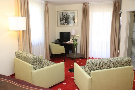 Galerie-Hotel Bad Reichenhall: Comode poltrone nell jr suite