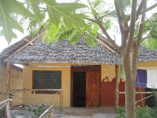 Malaika Bungalows : Access to the rooms