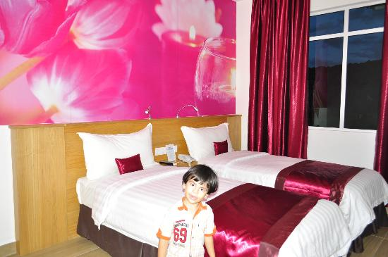 favehotel Cenang Beach - Langkawi : the room, with my baby there