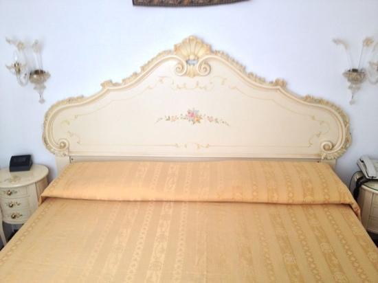 Locanda SS. Giovanni e Paolo: the bed